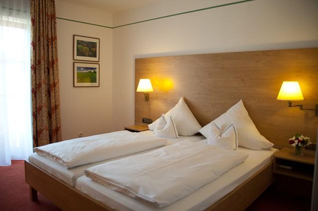 doppelzimmer hotel garni sterff in seeshaupt. Black Bedroom Furniture Sets. Home Design Ideas