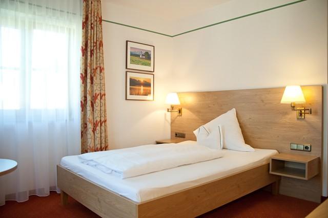 einzelzimmer hotel garni sterff in seeshaupt. Black Bedroom Furniture Sets. Home Design Ideas